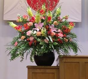 千駄木 文京区 汐見小学校様の卒業式用演壇花